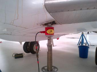 hawker 800, hawker 800xp, how to weigh a hawker 800, how to weigh a hawker jet, how do you weigh a hawker jet, how much does a hawker 800 weigh, hawker jet weighing, weighing a hawker jet, tron air, tron air jacks, myers, myers jacks, columbus jacks, regent jacks, malabar jacks,